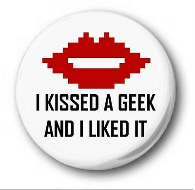 """I KISSED A GEEK AND I LIKED IT - 25mm 1"""" Button Badge - Cute Novelty Nerd"""