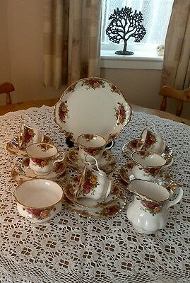 Beautiful 1st Quality Royal Albert Old Country Roses 21 Piece Tea Set