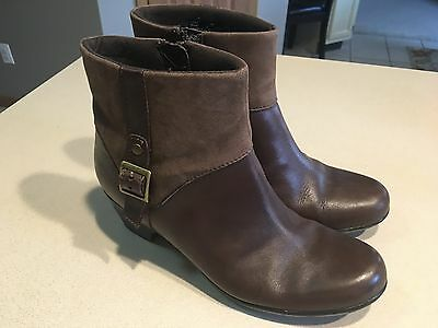 CLARKS  Women's Brown Leather Zip Ankle Boots Size 7M