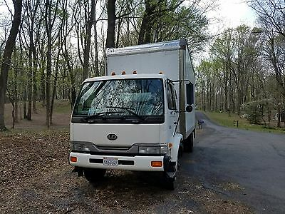 UD 2600 box truck lift gate tow package no commercial license needed 26k lbs gvw