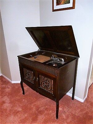 Gramophone VINTAGE  MUSIPHONE CABINET RECORD PLAYER   78 player