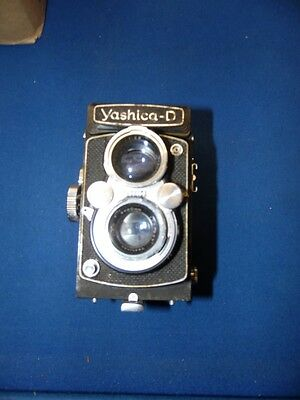 Vintage Yashica-D Twin Lens 120 Camera