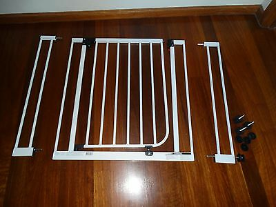 Target Deluxe Safety Gate Age: 0 - 24 months - barley used - still in box.