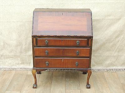 Antique / vintage bureau with ball and claw feet (Delivery possible)