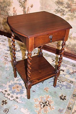 Beautiful Antique English Oak Barley Twist End Table With Drawer / Nightstand.