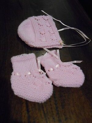Newborn Baby's Pink Bootees And Bonnet Set, Matches Dress & Jacket. Size 0000.