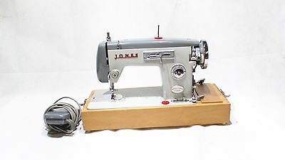 Vintage Jones Brother Electric Sewing Machine Model No Z-690 Retro With Case