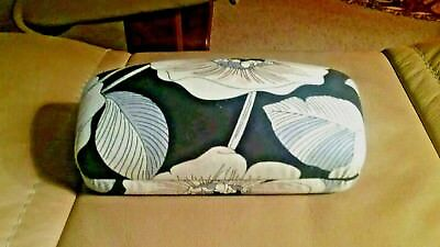 Excellent Vera Bradley Camellia Large Hard Eyeglass Sunglasses Case