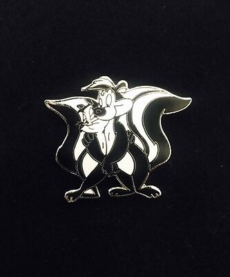 WB Warner Bros Looney Tunes Pepe Le Pew and Penelope Fifi Le Fume Lapel Pin