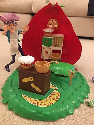 Vintage Strawberry Shortcake House/Bakery. Dolls And Accessories 1979.