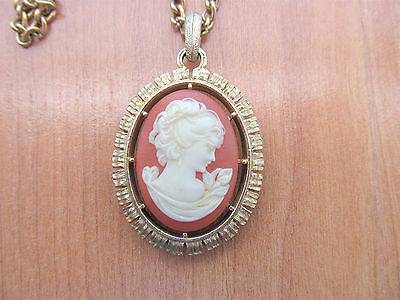 Vintage Avon reversible Cameo Pendant Necklace