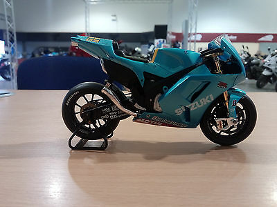 Suzuki Genuine Loris Capirossi Scale Moto GP Model in Rizla paint scheme