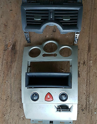 Renault Megane Mk 2 Key Card Key Holder And Centre Trim With Switch 8200074331A