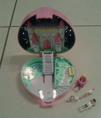 Vintage Polly Pocket 1992 Light Up Castle Compact ,with figures,