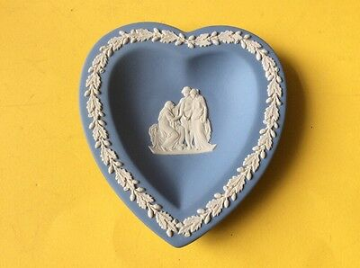 "WEDGWOOD DISH. HEART SHAPED - BLUE WITH WHITE DESIGN approx 4.5"". x 4.25"""