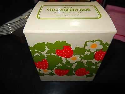 NOS NEW IN BOX Vintage Avon Strawberry Fair Shower Soap On A Rope NEW 5 oz