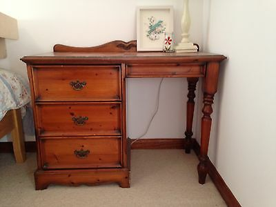 Vintage/antique style wooden desk/dressing table