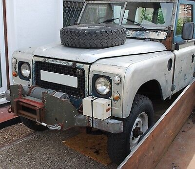 Wreckers International 3.6ton 8000lbs 12v Winch & Land Rover Bumper Mounting