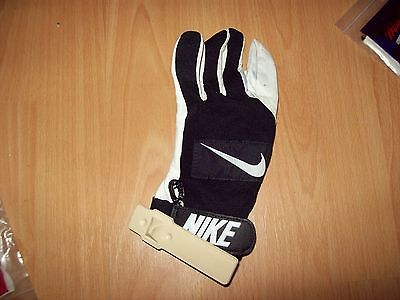 Clearance sales ! Nike Batter's glove Size : Young medium. Left hand.