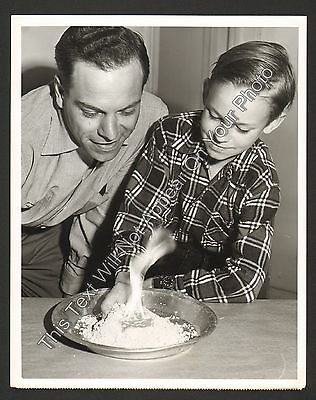 "1953 ""Mr Wizard"" Don Herbert and Buzz Podewell Vintage NBC TV 7x9 Photo"