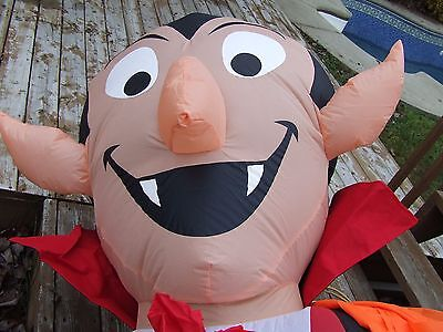 Halloween Inflatable  Giant Dracula Fright This Way 12 Feet Tall