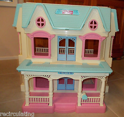 Vintage Fisher Price Loving Family Doll House 6364 Excellent Condition