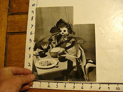 Vintage Puppet Marionette  Photo: RALPH CHESSE MARIONETTES miss busy bee