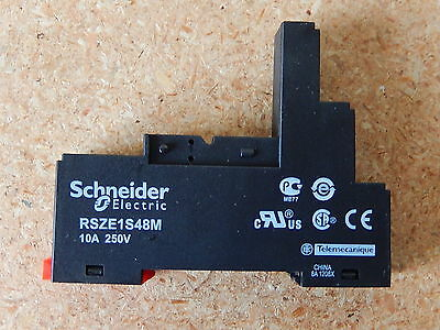 A lot of 5 SCHNEIDER Electric P/N RSZE 1S48M. NEW