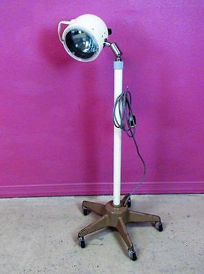 SKYTRON 18ST Medical Surgical Floor Lamp Exam Light W/ Telescoping Rolling Stand