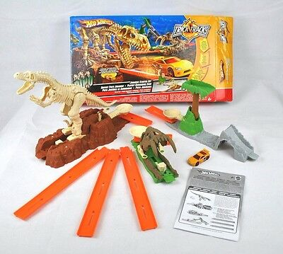 Hot Wheels Trick Tracks Dino Jurassic Starter Set Wheel Track Race Car COMPLETE