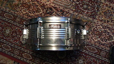 """Maxwin By Pearl 8 lug 5.5"""" H x 14"""" W Vintage Snare Drum with internal dampener"""