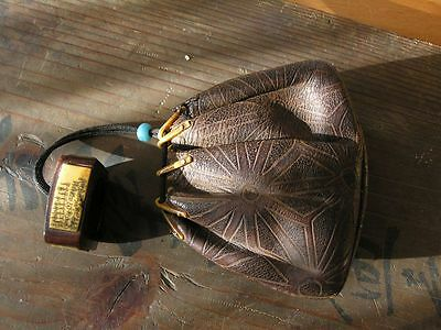 Highlight! Lederbeutel mit Netsuke, Tokaido Japan - antique leather pouch