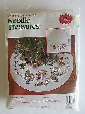 """Needle Treasures Peanuts """"Sing Along Tree Skirt""""  Counted Cross Stitch"""