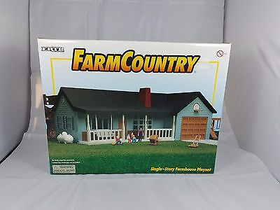 1/64 Ertl Farm Country blue ranch style house set New