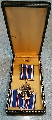 Original WWII  Distinguished Flying Cross, Ribbon ,Lapel pin and Case