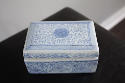 Vintage RARE Blue and White Porcelain Jewelry Trinket Lidded Box Chinese Stamped