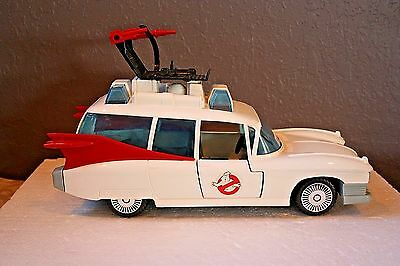VINTAGE-1984-THE-REAL-GHOSTBUSTERS-ECTO-1-VEHICLE-BY-KENNER  made in MEXICO