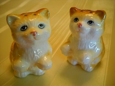 CATS BEG Vintage PAIR OF SALT AND PEPPER SHAKERS ceramic figurines orange cats