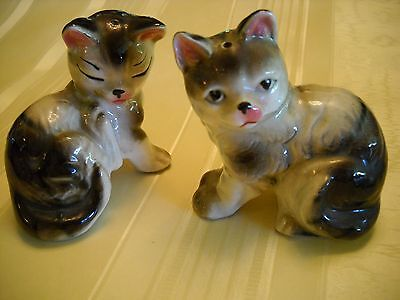 CATS Vintage PAIR OF SALT AND PEPPER SHAKERS ceramic figurines gray cats