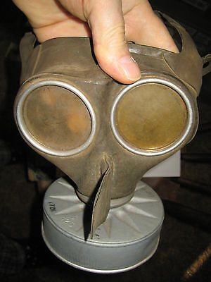 gas mask from the  last war  ww1  ... good for museum display