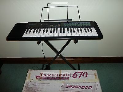 Realistic (Tandy) Concertmate-670.   A Vintage Electronic Keyboard With Stand