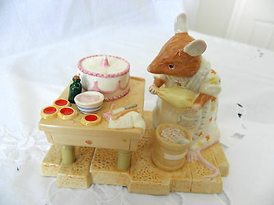 Royal Doulton ~ Brambly Hedge ~ Mrs Toadflax Decorates A Cake ~ Dbh52