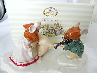 Royal Doulton ~ Brambly Hedge ~ The Ice Ball Tableau ~ Dbh30 ~ Limited Edition