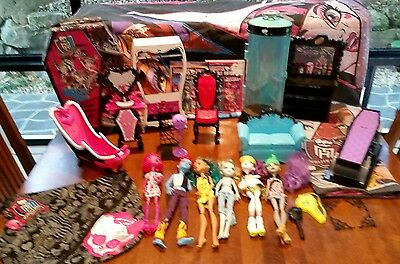 Monster High Bulk Lot Dolls Furniture Dvds Bed Sheets + More Rare Items Included