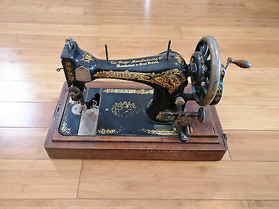 Vintage Singer Manual hand crank  Sewing Machine S301595 with accessories