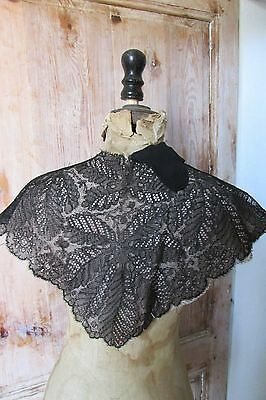 BEAUTIFUL ANTIQUE FRENCH BLACK CHANTILLY LACE COLLAR SHAWL CREPE LINING c1880