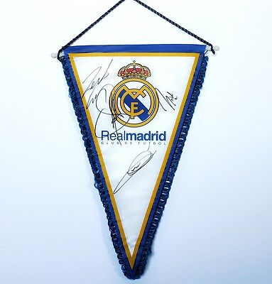 Zidane - Roberto Carlos - Raul - Salgado Real Madrid Signed Pennant +Photo Proof