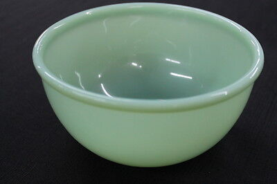 vintage Anchor Hocking jadeite medium green glass mixing bowl #2