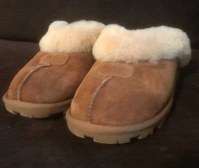 Women's Size 9 Ugg Coquette Chestnut Colored Slippers