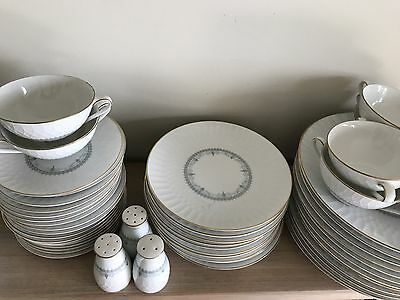 Noritake 'Lorenzo' Dinner Set.